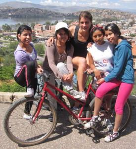 Adriana, Sofia, Tía Georgia, Evelyn, and Johana