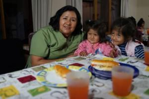 Tía Maritza with Catalina and Alayna