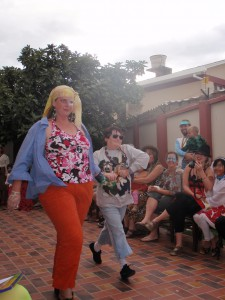 Tía Sonia and Tía Sarah star in Moda Loca 2011