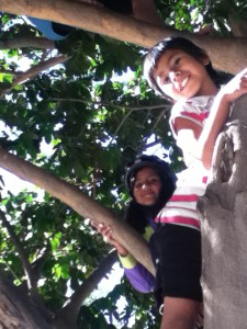 On our biking break in the park, Mariela and Karina flocked to the pacay tree to scavenge fruits.